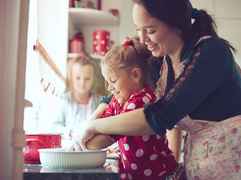 Cooking with your child: 12 tips to follow