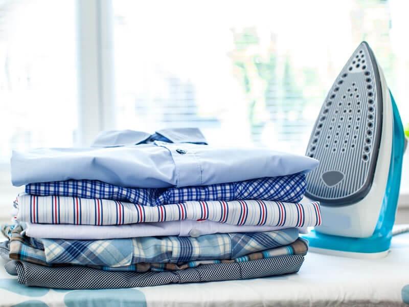 Unsere Tipps zum Bügeln eines Hemdes