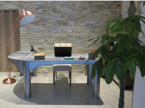 Mobiliers acier - acier/béton (console, bureaux, tables)