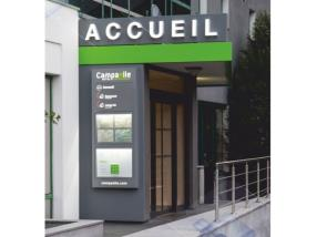 Portails, façades publicitaires et boîtes aux lettres