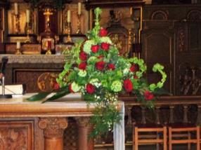 Hochzeit - Blumenschmuck für Altar