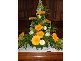 Kirchendeko - Blumenschmuck für Seitenaltar