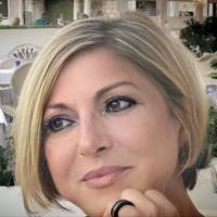 Mme Angela Sabater
